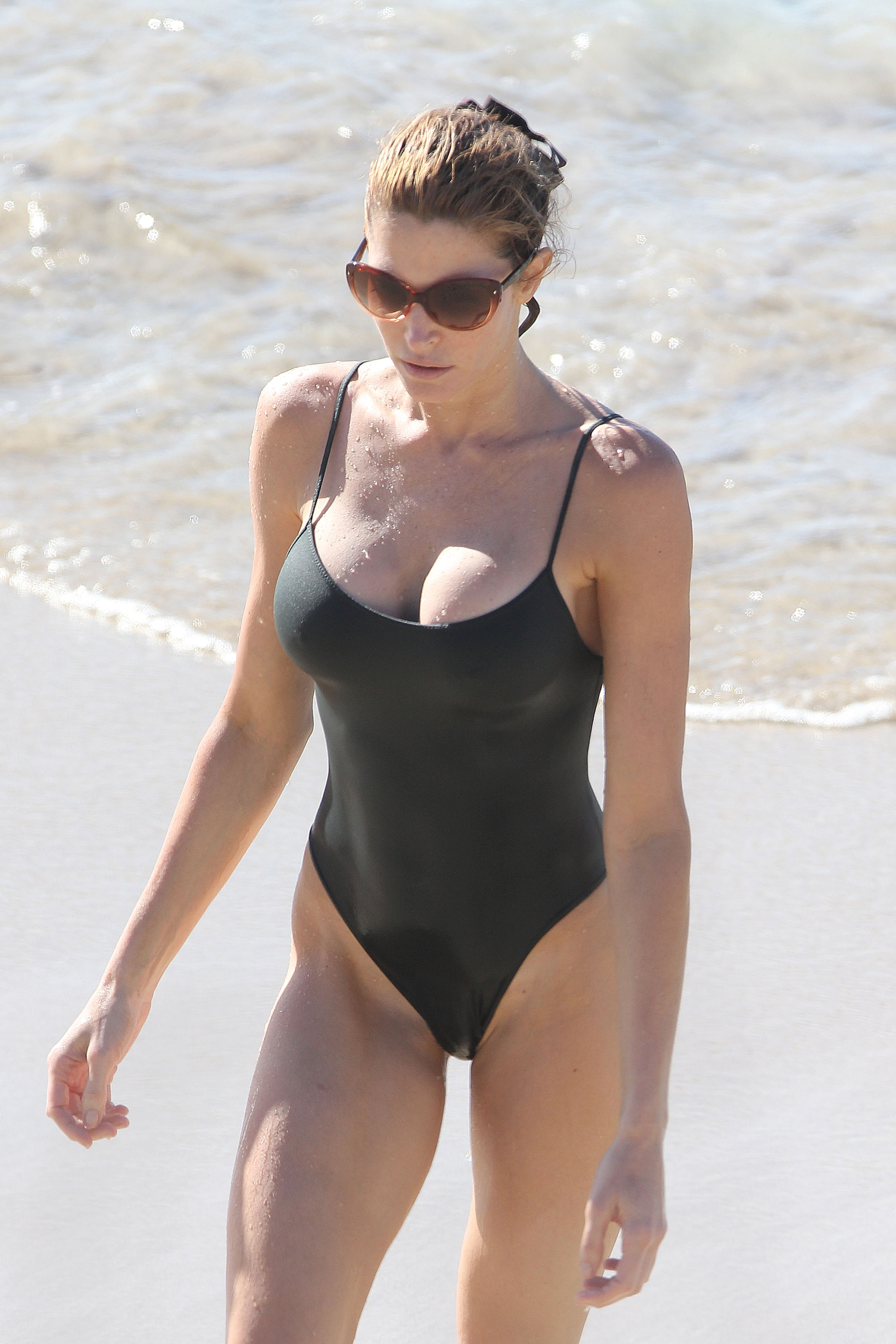Stephanie-Seymour-bikini-hot